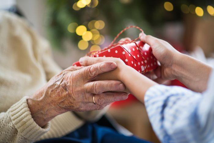 Gaver til hende 73 år - top 30 gaveidéer til fødselsdag